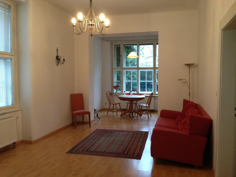 Hradcany 2 bedroom garden apartment in the Castle District, holiday rental in Roztoky
