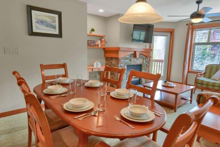 2nd Floor Solitude Condo w/Bunk, Outdoor Pool/Hot Tubs, BBQ, FREE Parking, Weddi, holiday rental in Solitude
