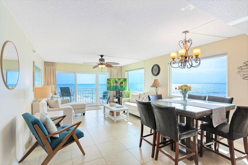 Stunning ocean views from living room & dining room