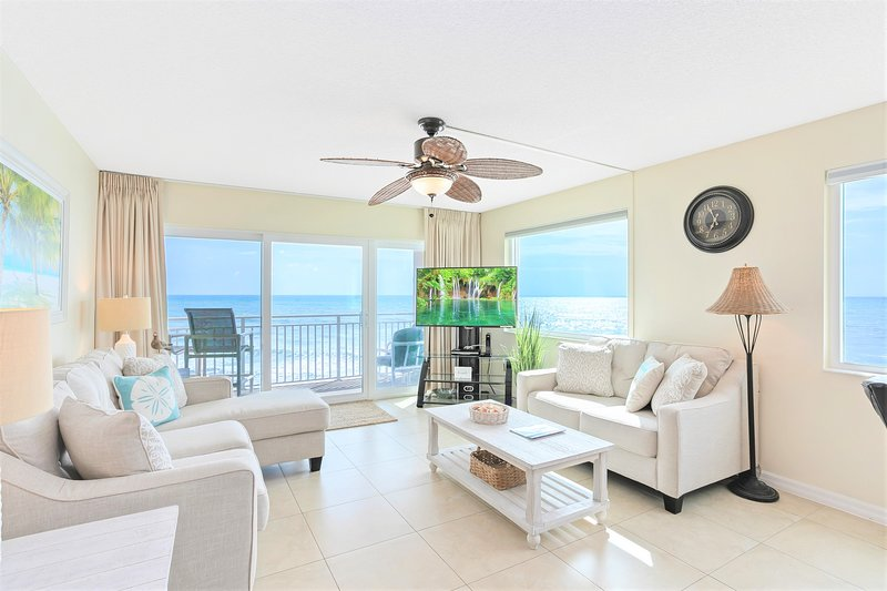 Penthouse Oceanfront Corner Unit ~ Best View ~ Private Hot Tub, vacation rental in Satellite Beach