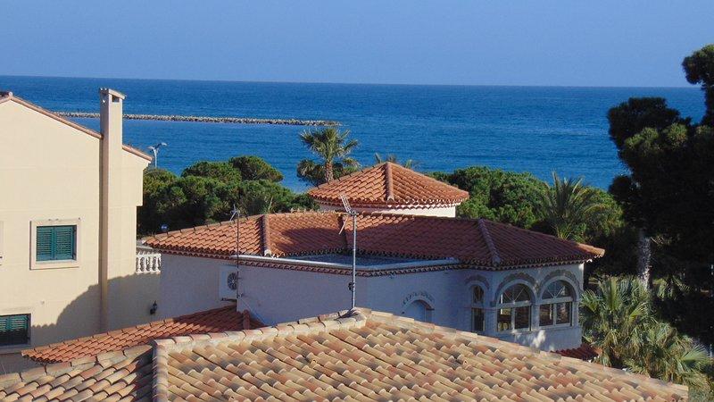 00430-Estupendo apartamento con piscina y hermosas vistas, vakantiewoning in L'Hospitalet de l'Infant