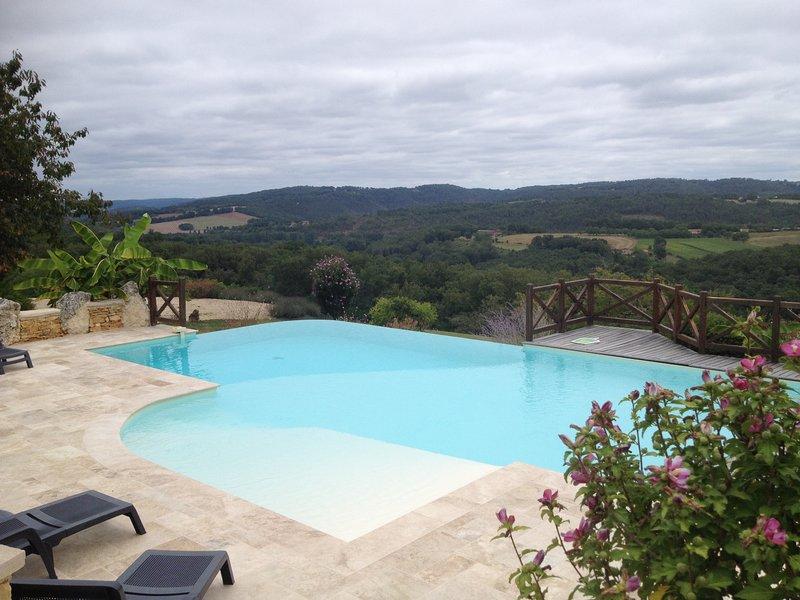 Maison avec piscine à débordement sur vue exceptionnelle pour 8 personnes, holiday rental in Bouillac