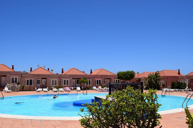 Apartamento en sitio turistico para amantes de la tranquilidad,sol y playa, holiday rental in Fustes