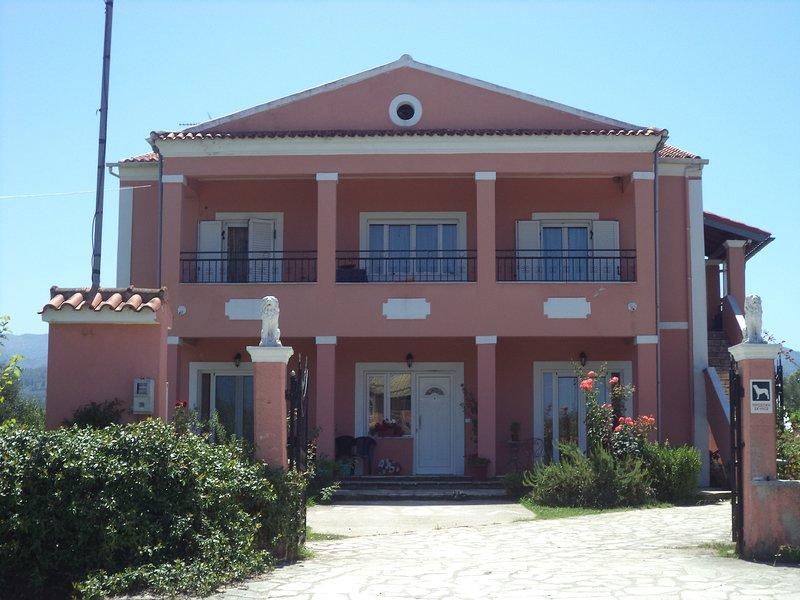 Karoubis studio, holiday rental in Astrakeri