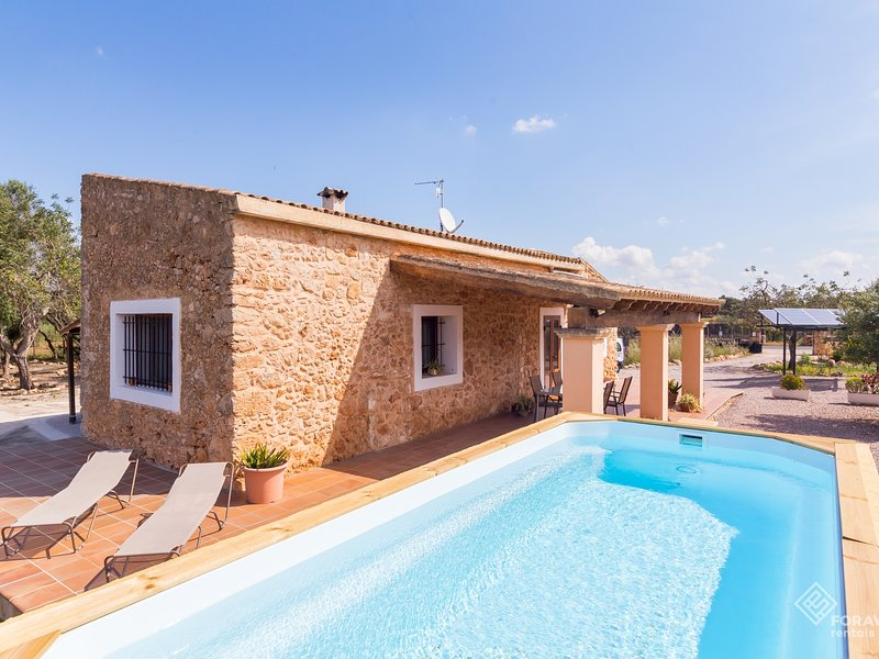Son Matet - Beautiful villa with pool and garden in Santa Eugenia, vacation rental in Santa Eugenia