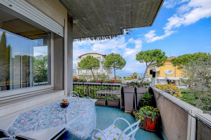 71 - Il girasole del lago, holiday rental in Desenzano Del Garda