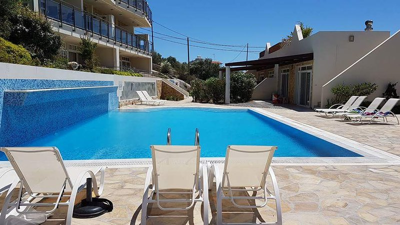 Relax by the pool, 10 metres from the apartment