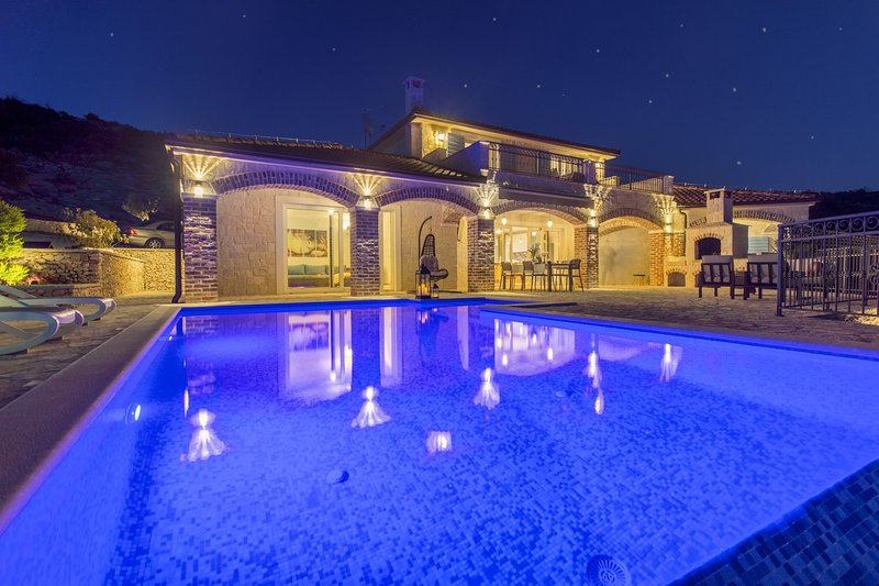 Beautiful Villa Terra, in Dalmatia, with a Pool, vacation rental in Rogoznica