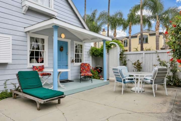 The entrance/private patio is a nice place to enjoy the morning air or the afternoon breeze!