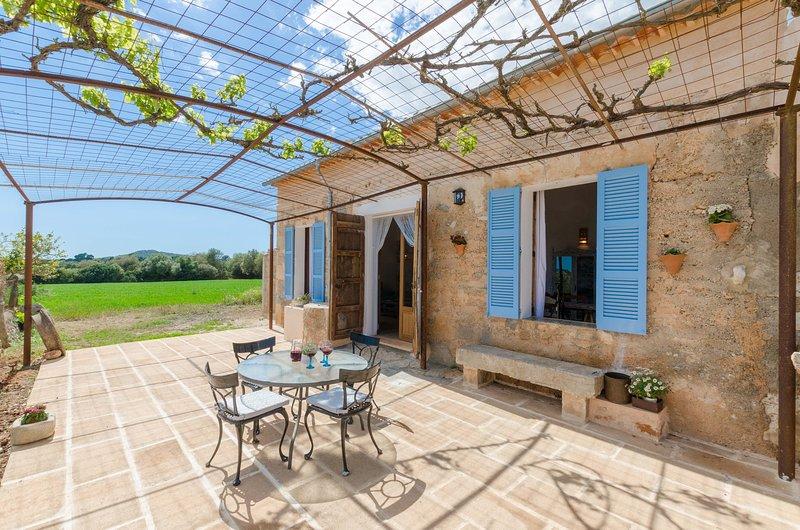 SON JULIÀ - Villa for 4 people in Porreres, holiday rental in Vilafranca de Bonany