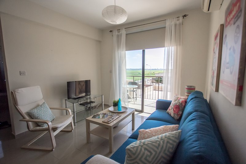 ' Pervolia Sea Breeze'' 5 minutes to the beach, holiday rental in Pervolia