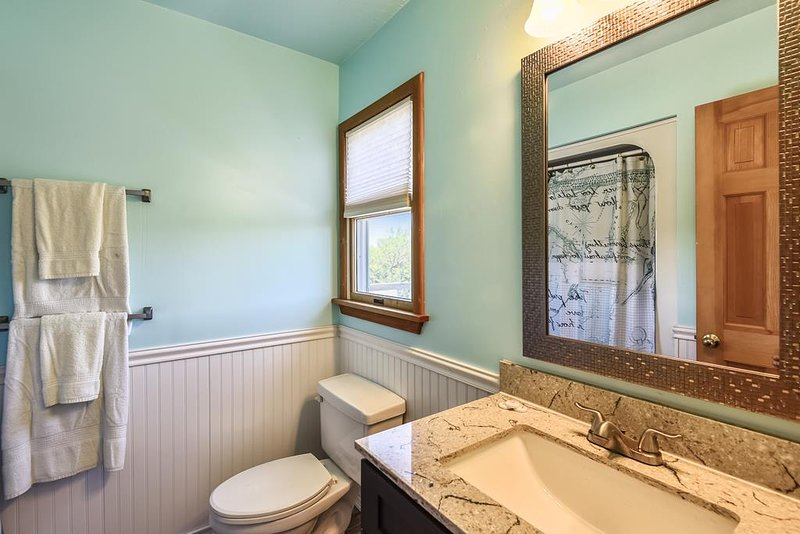 Middle Level-Powder Room