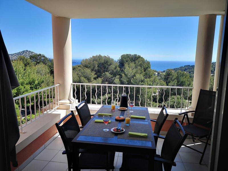 Cap Esterel Hameau - T2 vue mer avec lave linge - M4 - 296la, holiday rental in Le Dramont