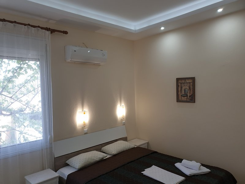 Prinos Mare guesthouse-room without  balcony, holiday rental in Skala Sotiros