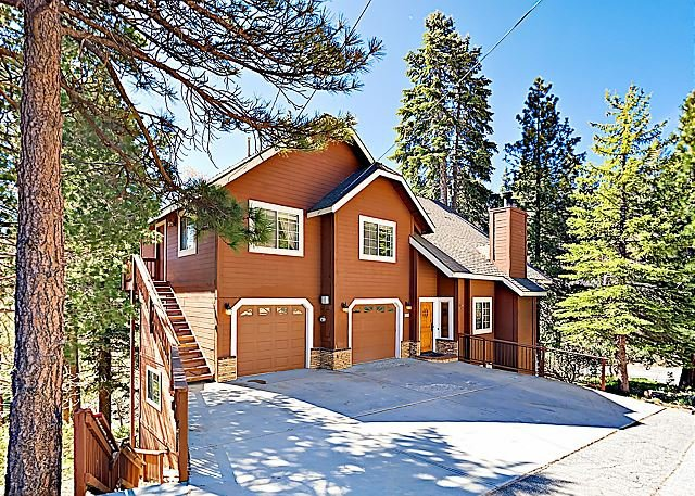 'Evergreen Escape' - Opulent Indoor/Outdoor Entertaining Space & Game Room, alquiler de vacaciones en Lake Arrowhead