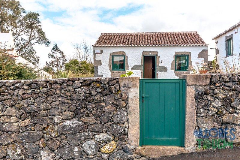 Casa da Serreta 15, vacation rental in Doze Ribeiras