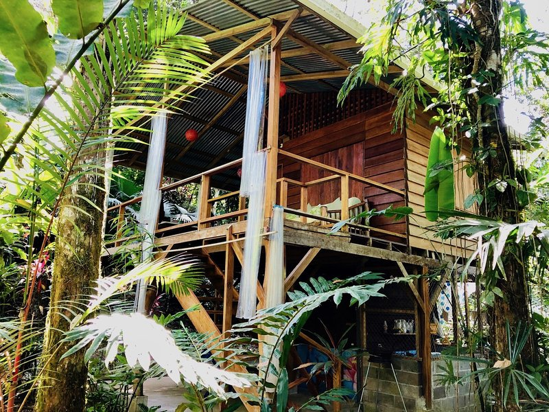 Tranquila Cabin surrounded by tropical gardens, fo, holiday rental in Manzanillo