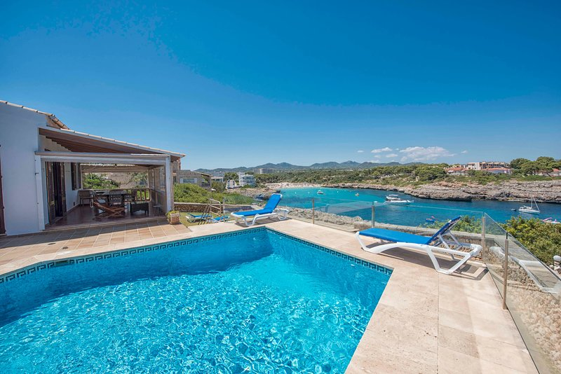 Villa Cala Marsal con piscina privada en Portocolom, holiday rental in Cala Marcal