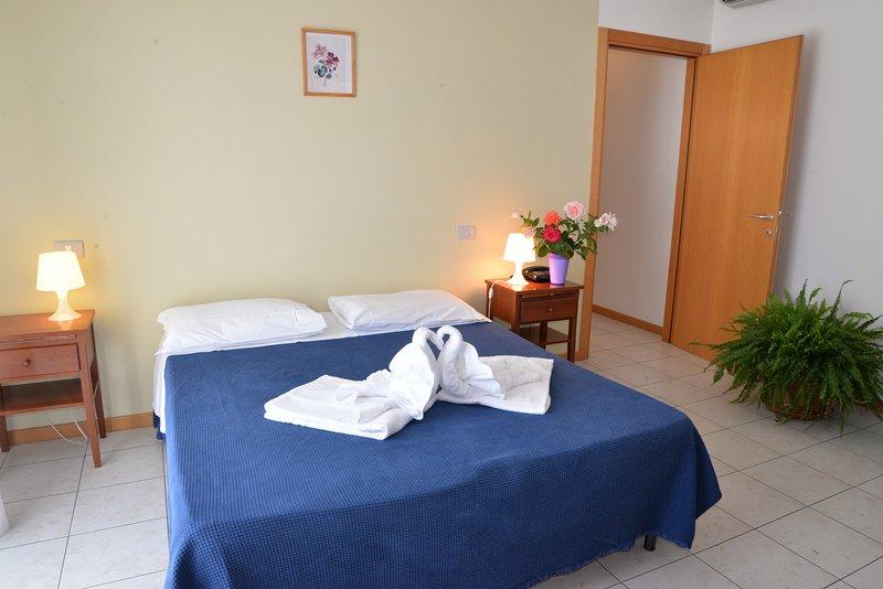 Appartamento Bilocale per 3 persone con cucina e bagno privato, holiday rental in Santa Firmina