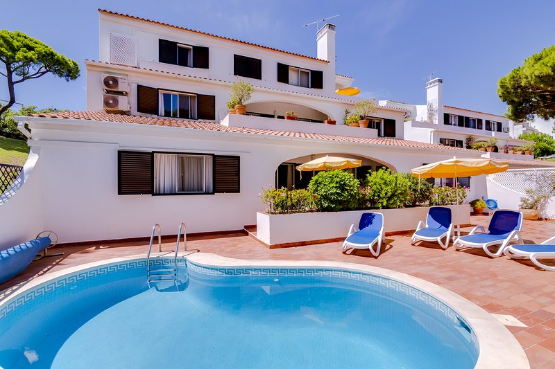 Charming 3 bedrooms apartment - Vale do Lobo, holiday rental in Almancil