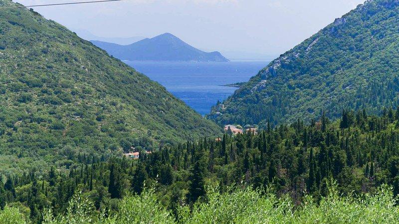 Lachos Villa Sleeps 4 with Pool and Air Con - 5792420, location de vacances à Platrithias