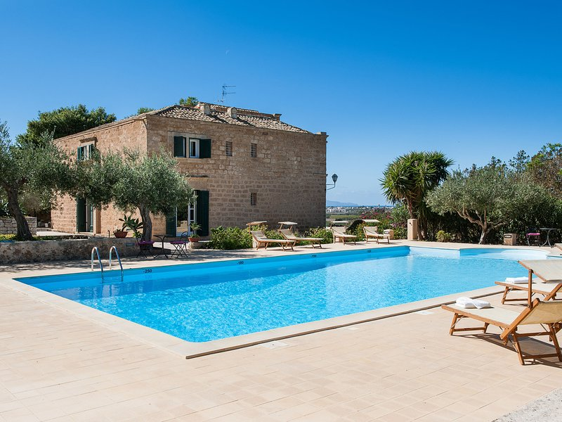 Verderame Villa Sleeps 6 with Pool Air Con and WiFi - 5639311, holiday rental in Guarrato