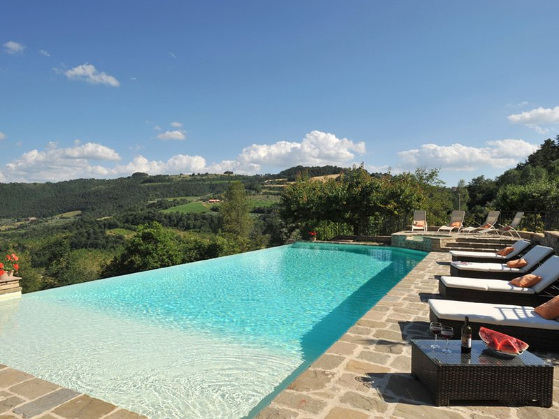 Canonica Villa Sleeps 6 with Pool Air Con and WiFi - 5790952, casa vacanza a Castel Giorgio