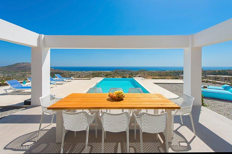 Afantou Villa Sleeps 8 with Pool and Air Con - 5792413, location de vacances à Ladiko