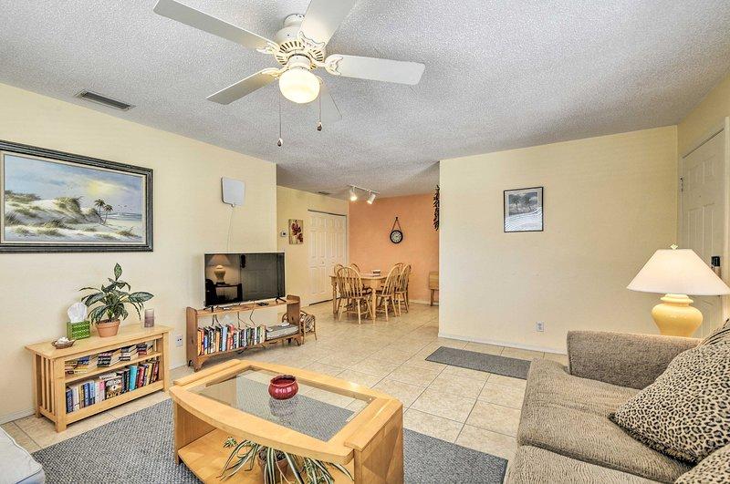Il condominio ha 2 camere da letto, 2 bagni e spazio per 4.