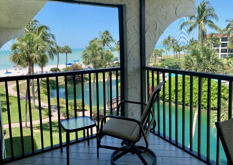 Luxurious Sanibel Island Condo with Spectacular Views of the Gulf, holiday rental in Sanibel Island