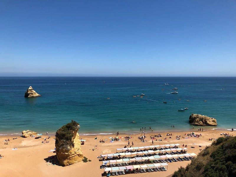 Wunderschöne Praia Dona Ana nur wenige Minuten von der Wohnung entfernt
