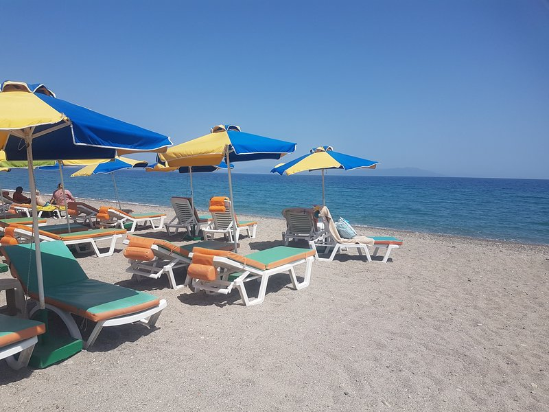 Bright apartment  just a minute from the beach, location de vacances à Kos Town