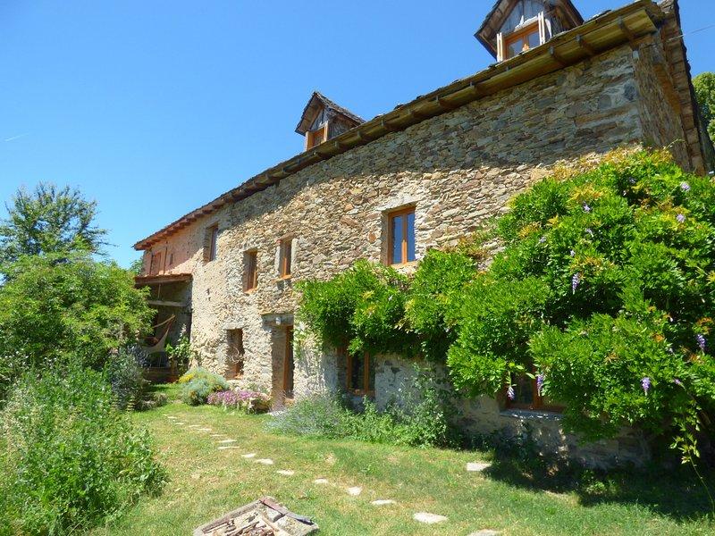 B&Bio végétarien à forte Nature ajoutée, près de Najac en Aveyron, vacation rental in La Fouillade
