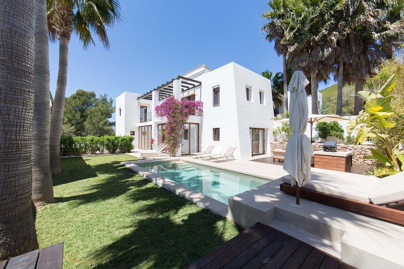 Luxury modern 4 bedroom villa + pool Santa Eularia, casa vacanza a Santa Eulalia del Río