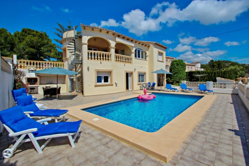 Sol Mar - sea view holiday home with private pool in Benissa, holiday rental in La Llobella