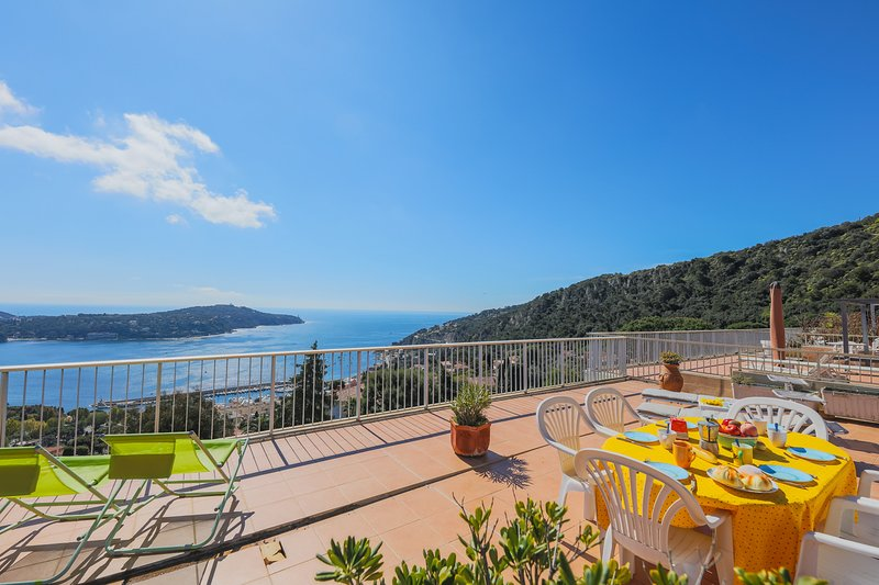 LE CALIFORNIA AP1008 by RIVIERA HOLIDAY HOMES, vacation rental in Villefranche-sur-Mer