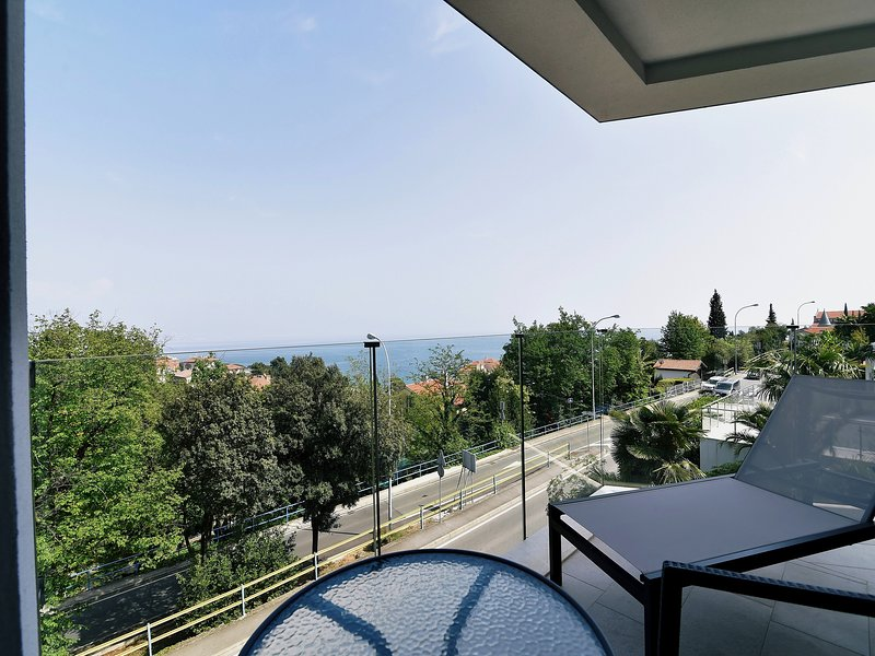 Villa Ziza With Six Brand New Luxury Apartments, Rooftop Swimming Pool, Garage, holiday rental in Opatija