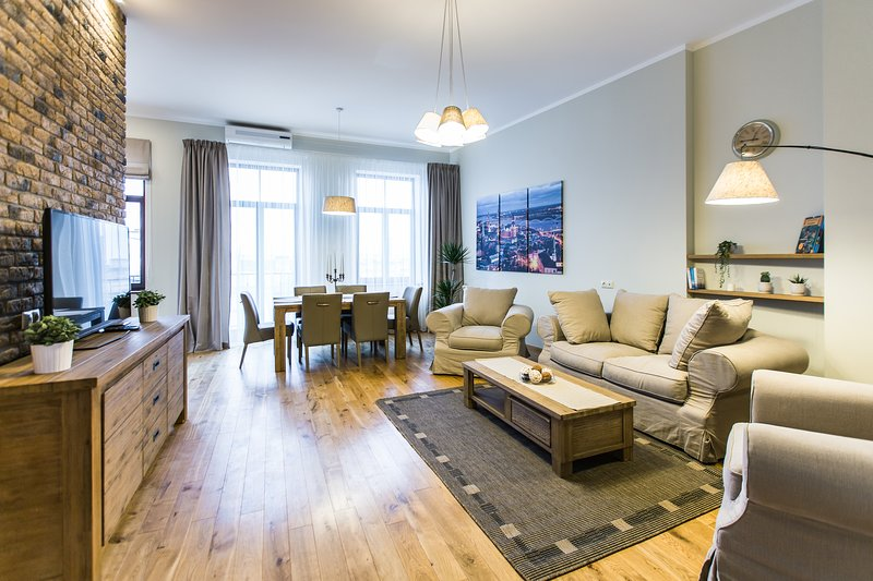 Superior Two-Bedroom Apartment with Balcony 18B-20, location de vacances à Riga