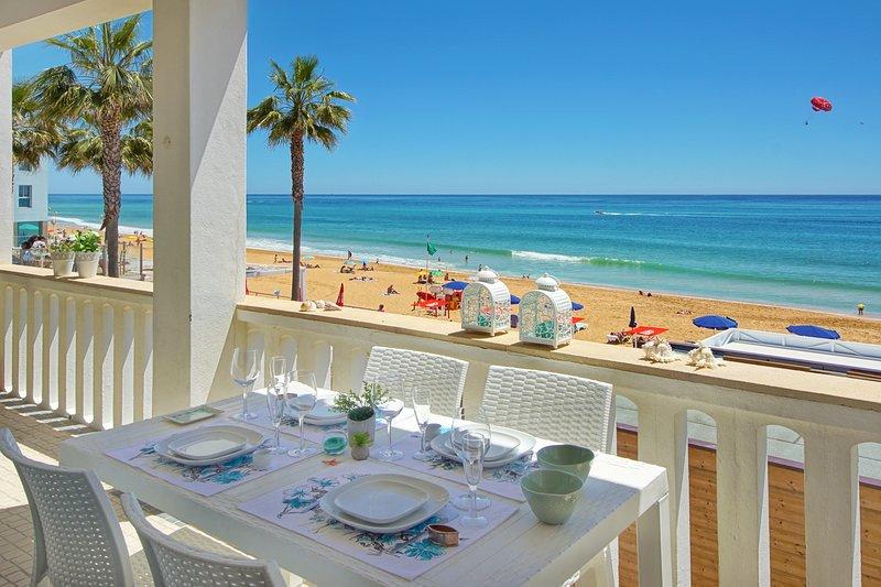Casa Pé na Areia- The perfect location- beach front villa, vacation rental in Albufeira