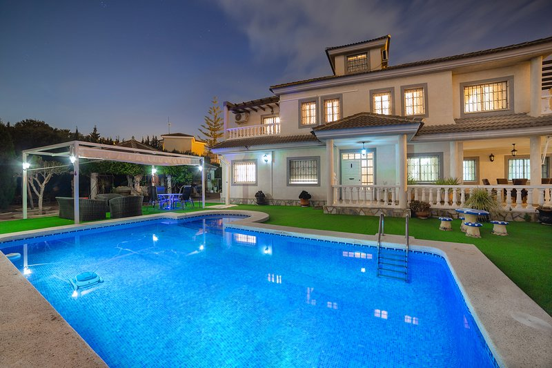 Fidalsa White House Premium, holiday rental in San Isidro de Albatera