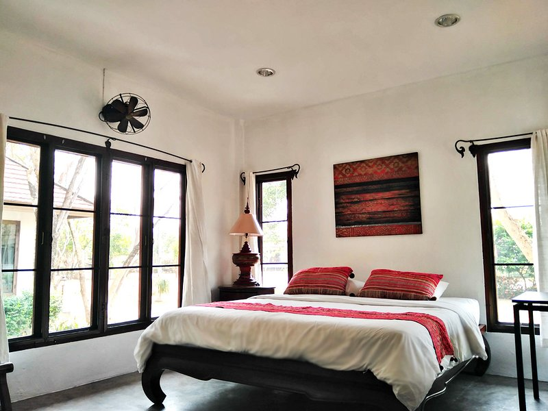 Garden view Studio Cottage w/pantry, large balcony, private bathroom & pool -B2, holiday rental in Doi Saket