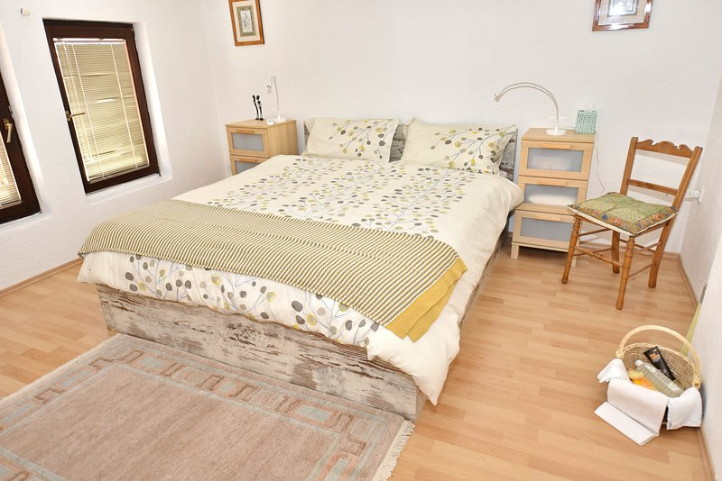 2 bedroom apartment, fully self-catering in the centre of the Old Town, holiday rental in Kalista
