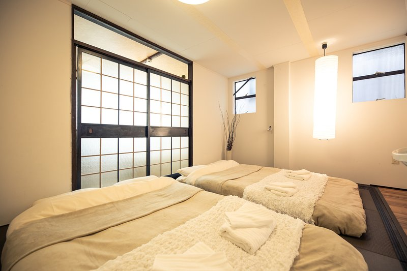Hideaway Secret House Across from JR Namba OB52, holiday rental in Suita