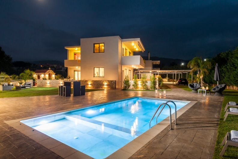Amaen Luxury House with Private Heated Pool, Neart Chania City, location de vacances à Theriso