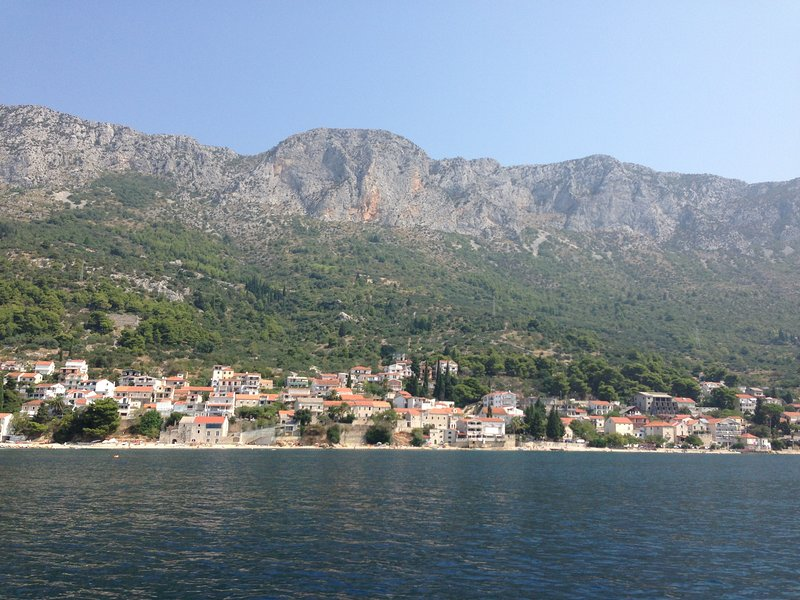 Brist village between the sea and the mountains