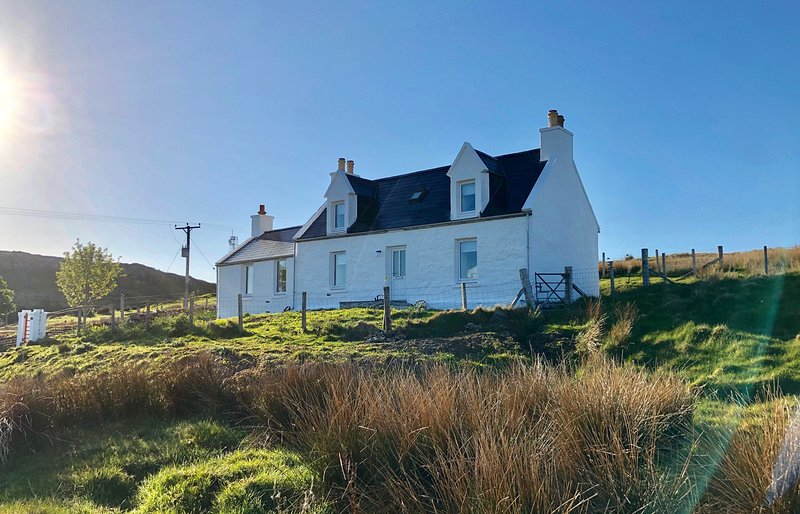 Ben Edra Croft enjoys sweeping views towards the Quiraing and Staffin Bay., holiday rental in Kilmaluag