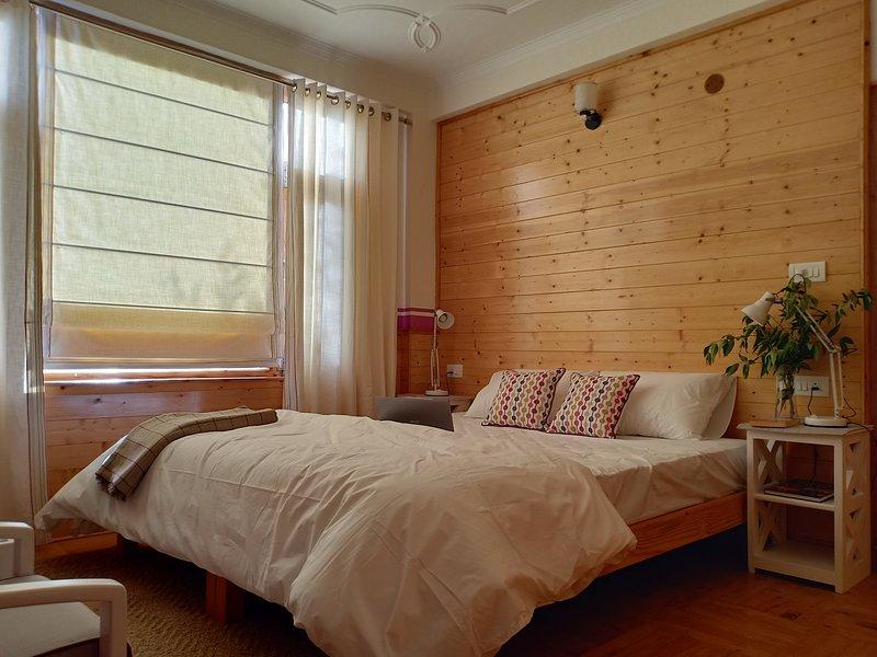 Pehlingpa home - River facing,First floor - Bedroom 2, holiday rental in Jagatsukh