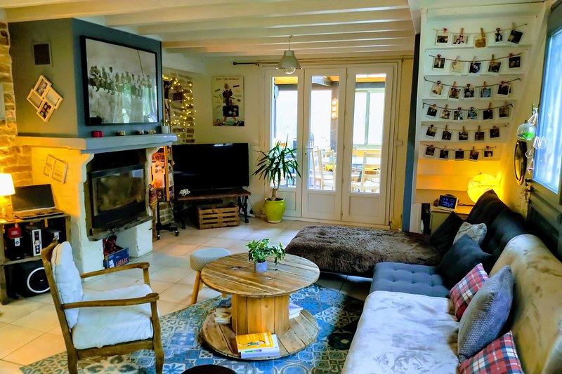 Gde maison dans village authentique 10-12 personnes, holiday rental in Angoustrine