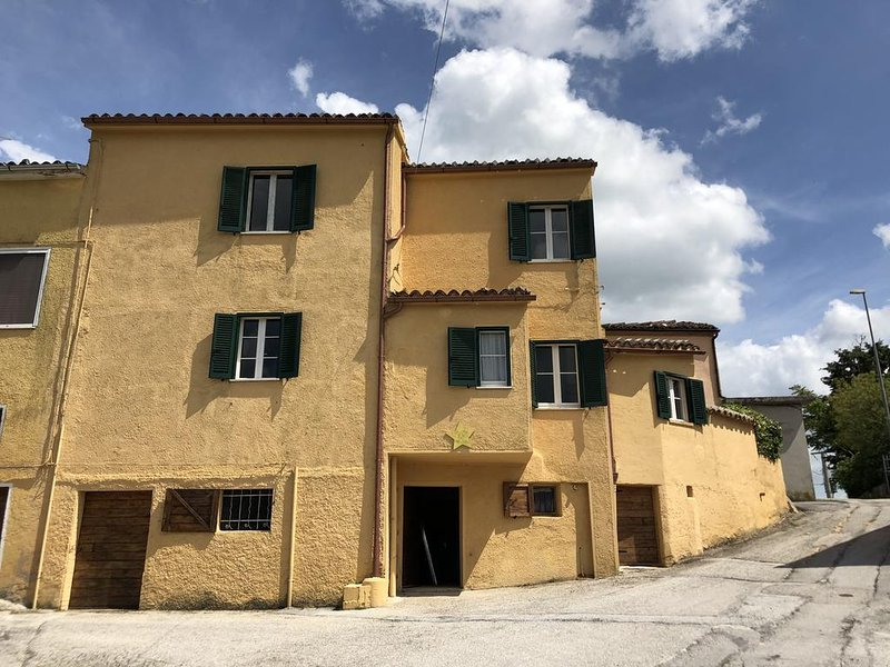 Casa fra le stelle, holiday rental in Genga