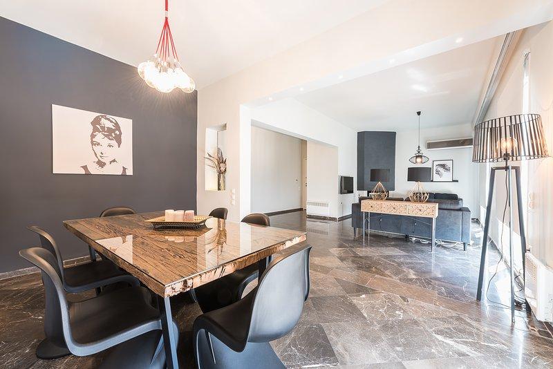 Traveler's Dream 4 brdm Renovated Penthouse, holiday rental in Dafni